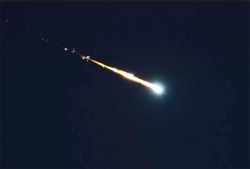 火球划过澳大利亚_UFO? 流星火球划过澳大利亚 专家称:系小行星碎片